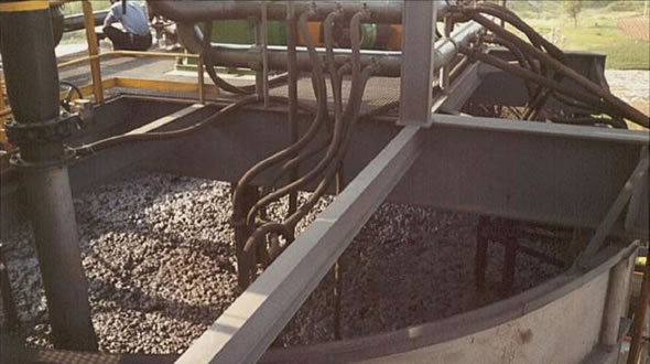 Top of a bioleach reactor in operation